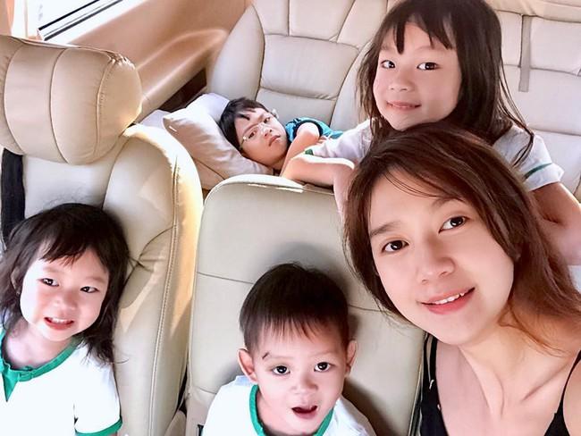 Lý Hải vắng nhà, Minh Hà than một mình chăm 4 con mệt đến mức muốn bất tỉnh nhân sự - Ảnh 1.