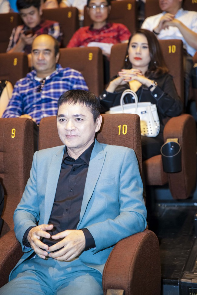 Vợ chồng Hoàng Bách cười ngất khi đụng độ Thúy Hạnh - Minh Khang  - Ảnh 3.
