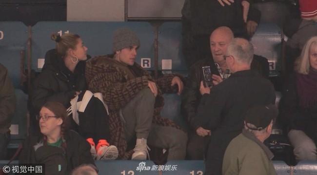 Justin Bieber đi xem khúc côn cầu mà không thể rời mắt khỏi Hailey Bladwin - Ảnh 3.