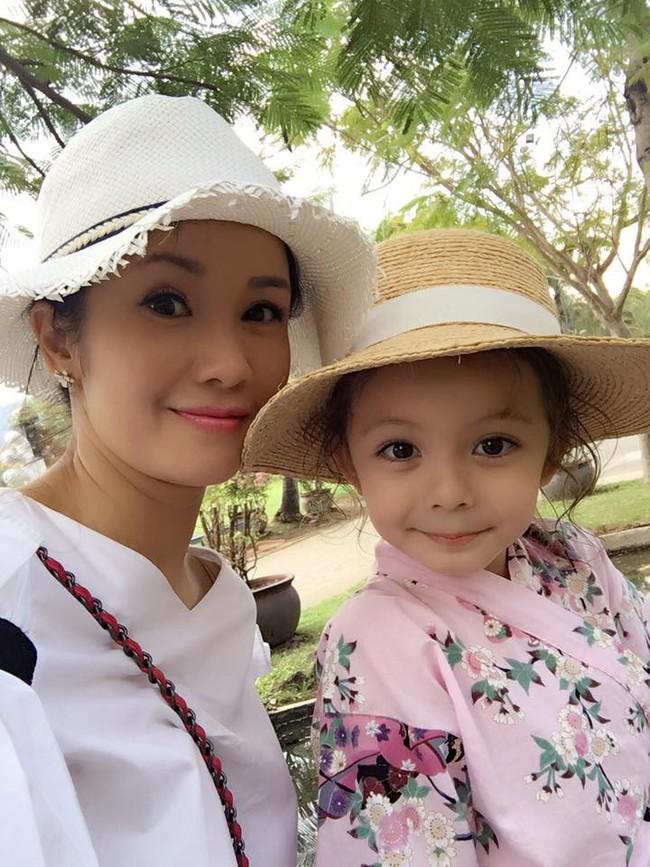 Sau chia sẻ 2 con phải điều trị tâm lý vì cha mẹ ly hôn, Hồng Nhung lại gây xúc động với tâm sự mới - Ảnh 2.