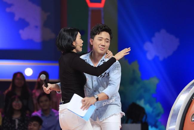 Trấn Thành cười tít mắt khi vợ Hari Won được cô bé 8 tuổi khen xinh đẹp - Ảnh 9.