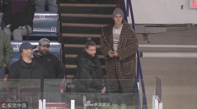 Justin Bieber đi xem khúc côn cầu mà không thể rời mắt khỏi Hailey Bladwin - Ảnh 5.