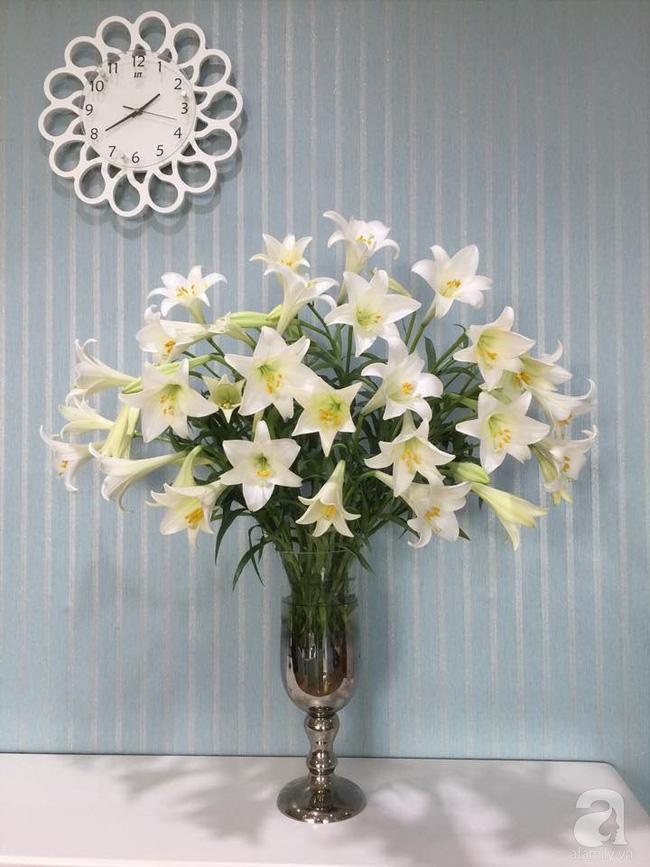Mẹ đảm Hà Thành chia sẻ bí quyết cắm bình hoa kiểu rẻ quạt hoặc quả cầu không dùng xốp vẫn đẹp  - Ảnh 6.