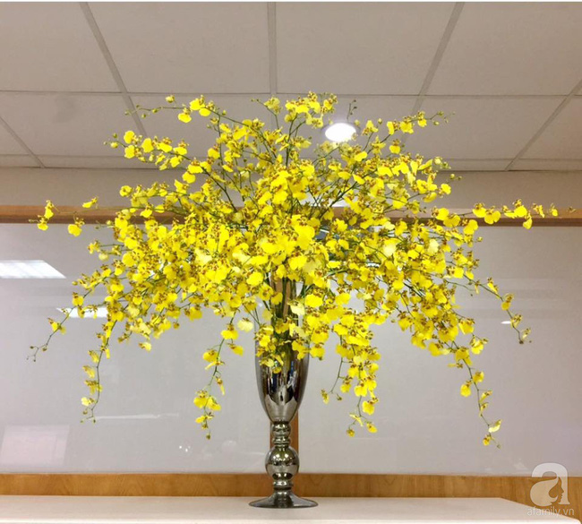 Mẹ đảm Hà Thành chia sẻ bí quyết cắm bình hoa kiểu rẻ quạt hoặc quả cầu không dùng xốp vẫn đẹp  - Ảnh 3.