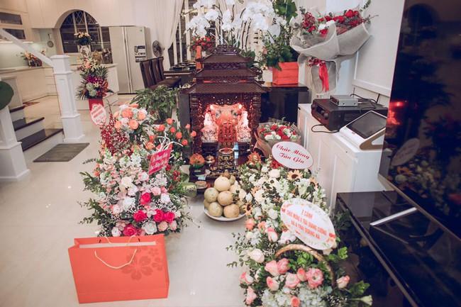 Ngắm căn biệt thự gần 20 tỷ với lễ mừng tân gia hoành tráng của ca sĩ Quang Hà ở Hà Nội - Ảnh 19.