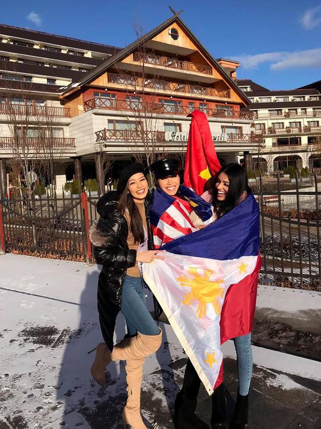 Bỏ qua ồn ào bị đồn mua giải, Minh Tú giơ cờ Việt Nam đầy tự hào ở Miss Supranational - Ảnh 2.