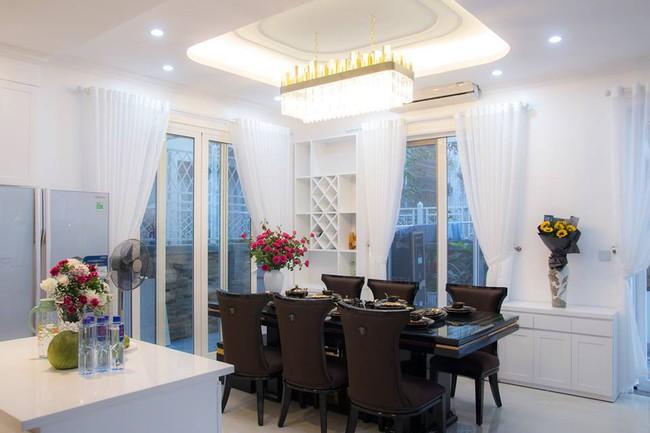 Ngắm căn biệt thự gần 20 tỷ với lễ mừng tân gia hoành tráng của ca sĩ Quang Hà ở Hà Nội - Ảnh 12.
