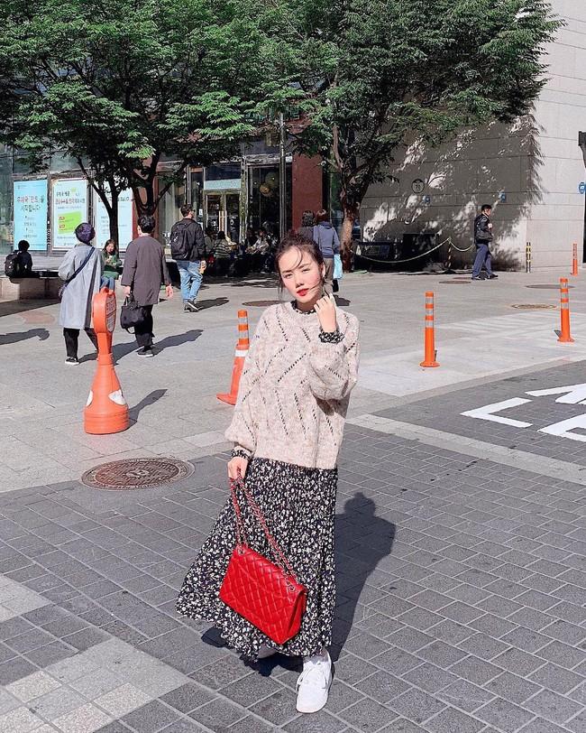 Muốn mặc đâu chuẩn đấy trong tiết trời se lạnh, bạn chỉ việc copy 10 công thức street style xuất sắc từ loạt hot girl Việt - Ảnh 1.