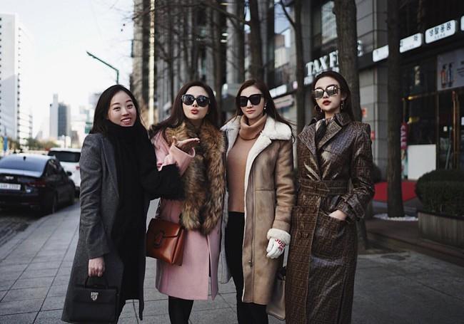 Nhà Huyền Baby khoe ảnh du lịch Hàn Quốc mà cứ tưởng dàn mẫu dự Fashion Week - Ảnh 1.