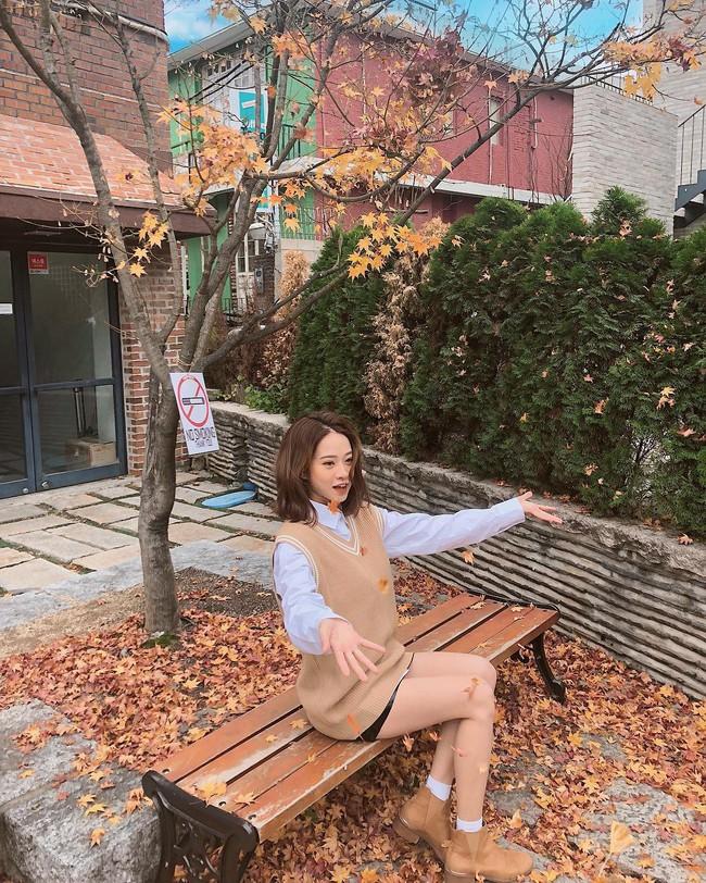 Muốn mặc đâu chuẩn đấy trong tiết trời se lạnh, bạn chỉ việc copy 10 công thức street style xuất sắc từ loạt hot girl Việt - Ảnh 11.