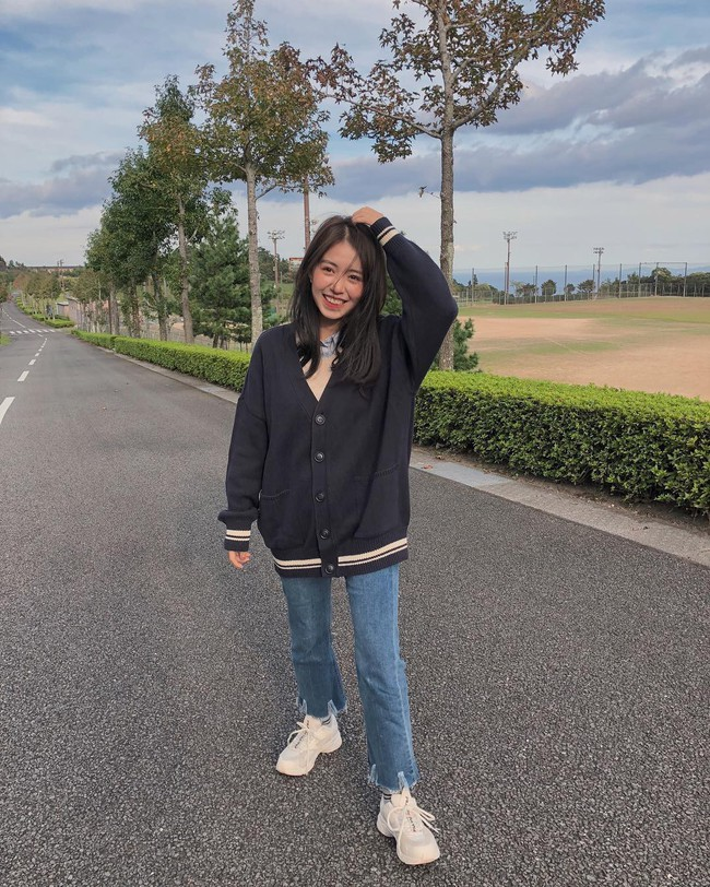 Muốn mặc đâu chuẩn đấy trong tiết trời se lạnh, bạn chỉ việc copy 10 công thức street style xuất sắc từ loạt hot girl Việt - Ảnh 7.