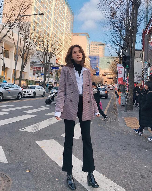 Muốn mặc đâu chuẩn đấy trong tiết trời se lạnh, bạn chỉ việc copy 10 công thức street style xuất sắc từ loạt hot girl Việt - Ảnh 9.