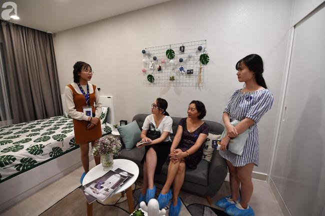 Hà Nội: Hàng ngàn dân công sở cùng các cặp vợ chồng trẻ ùn ùn đổ về xem căn hộ mẫu của VinCity  - Ảnh 14.