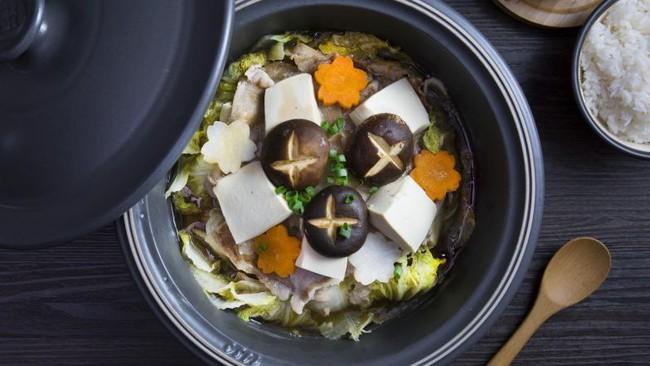 Cho hết nguyên liệu vào nồi bật bếp, thao tác đơn giản mà tôi làm được món đậu phụ hầm ăn nhiều mấy cũng không ngán còn giúp giảm cân - Ảnh 10.
