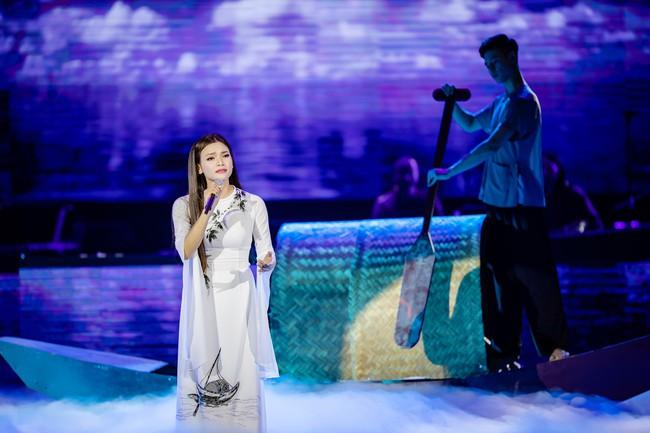 Phạm Phương Thảo cùng Thanh Lam, Trọng Tấn khiến khán giả cay mắt, hân hoan trong liveshow kỷ niệm 20 năm ca hát - Ảnh 2.