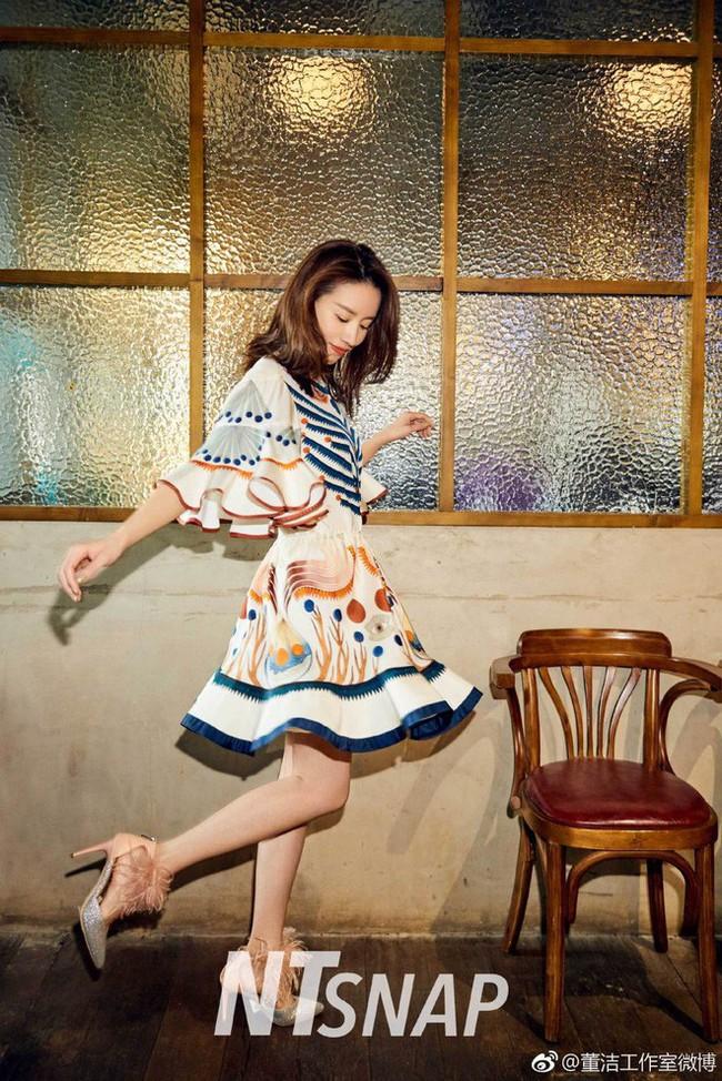 Dù đã sinh con, Phú sát Hoàng hậu Đổng Khiết vẫn khiến gái trẻ phải tròn xoe mắt vì đẹp gợi cảm thế này - Ảnh 2.
