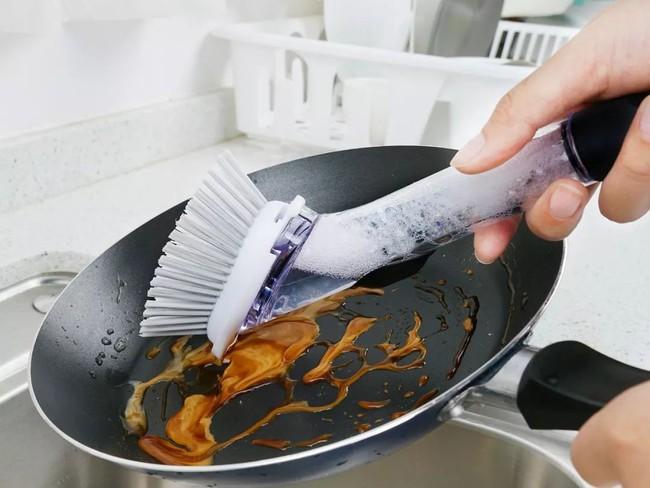Đánh bay mọi vết bẩn trong nhà bếp chỉ với một bộ dụng cụ làm sạch siêu dễ dùng với giá chưa tới 300 nghìn - Ảnh 8.
