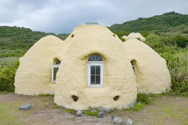 Ngôi nhà ấm áp vào mùa đông, mát lạnh vào mùa hè không cần đến điều hòa của thầy giáo dạy Toán - Ảnh 1.