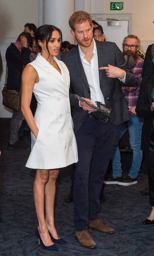 Dù mang bầu nhưng hai nàng dâu Hoàng gia Anh vẫn mặc váy ngắn, hóa ra lý do là đây - Ảnh 1.