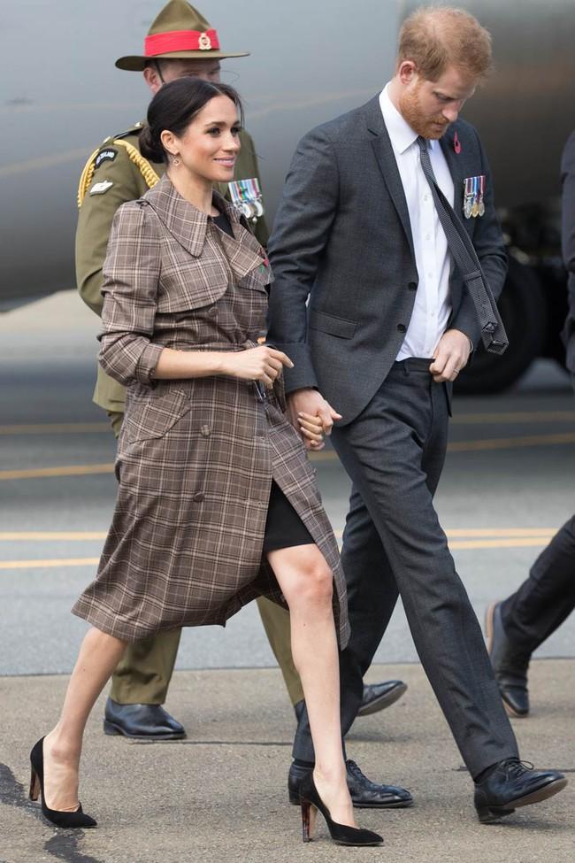 Dù mang bầu nhưng hai nàng dâu Hoàng gia Anh vẫn mặc váy ngắn, hóa ra lý do là đây - Ảnh 2.