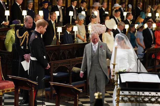Trước tin đồn Công nương Kate ngăn cấm các con gần gũi Thái tử Charles, William đã lên tiếng giải thích như thế này đây - Ảnh 2.