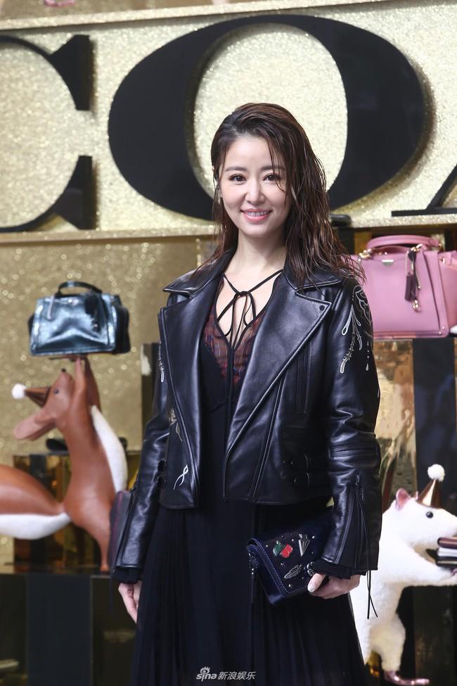 Sau khi bị chê quá già, Lâm Tâm Như xuất hiện với nhan sắc trẻ trung xinh đẹp - Ảnh 1.