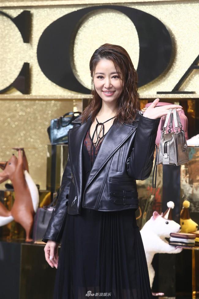 Sau khi bị chê quá già, Lâm Tâm Như xuất hiện với nhan sắc trẻ trung xinh đẹp - Ảnh 3.
