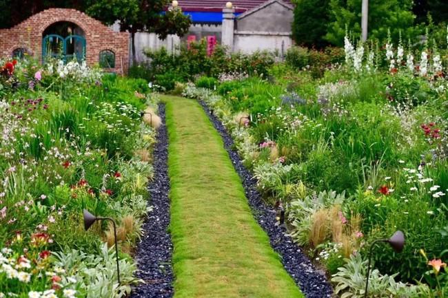 Khu vườn rộng 3000m² đẹp như cổ tích của vợ chồng 40 tuổi quyết định nghỉ hưu sớm về quê tận hưởng cuộc sống - Ảnh 13.