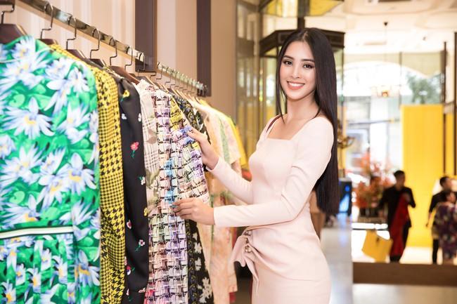 Choáng ngợp với số lượng quần áo mà Hoa hậu Tiểu Vy mang đi Miss World: Dường như cả làng mốt Việt đang vào cuộc! - Ảnh 3.