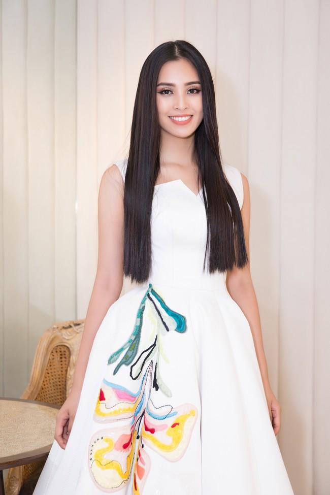 Choáng ngợp với số lượng quần áo mà Hoa hậu Tiểu Vy mang đi Miss World: Dường như cả làng mốt Việt đang vào cuộc! - Ảnh 5.