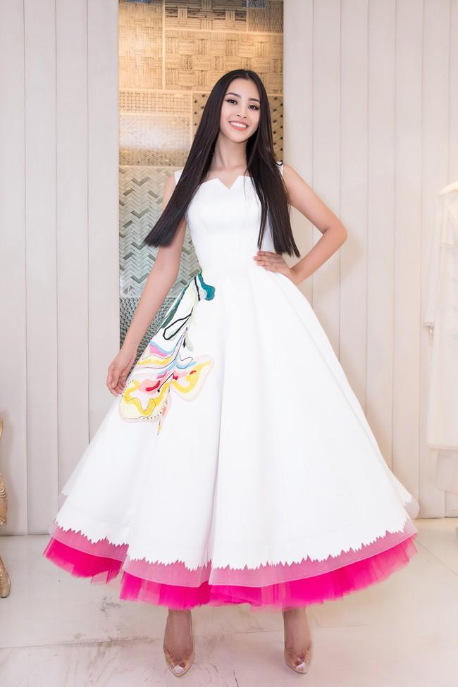 Choáng ngợp với số lượng quần áo mà Hoa hậu Tiểu Vy mang đi Miss World: Dường như cả làng mốt Việt đang vào cuộc! - Ảnh 6.