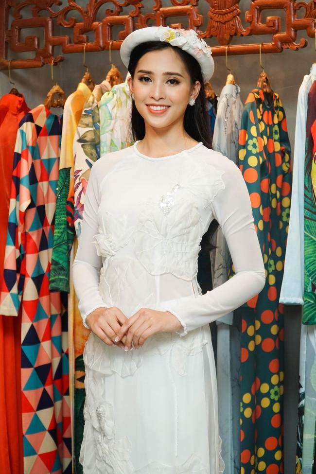 Choáng ngợp với số lượng quần áo mà Hoa hậu Tiểu Vy mang đi Miss World: Dường như cả làng mốt Việt đang vào cuộc! - Ảnh 14.