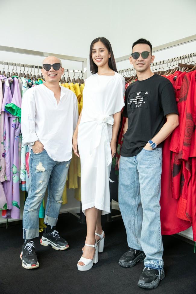 Choáng ngợp với số lượng quần áo mà Hoa hậu Tiểu Vy mang đi Miss World: Dường như cả làng mốt Việt đang vào cuộc! - Ảnh 10.