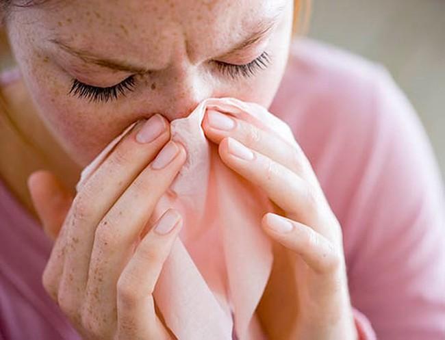 Khắc phục viêm phế quản tại nhà giúp bạn giảm ho, tắc nghẽn tức thì không cần uống kháng sinh - Ảnh 1.