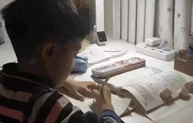 Cậu bé 9 tuổi nhảy lầu tự tử và lời nhắn nhủ gây nhức nhối: Mẹ, con thực sự rất mệt mỏi! - Ảnh 1.