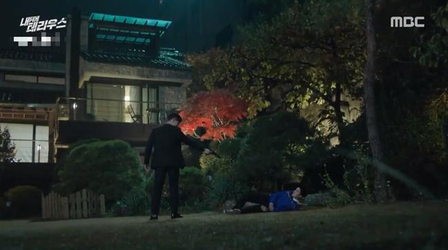 Lấy thân mình đỡ đạn cho Jung In Sun, So Ji Sub lại lâm vào tình trạng sống chết không rõ - Ảnh 12.
