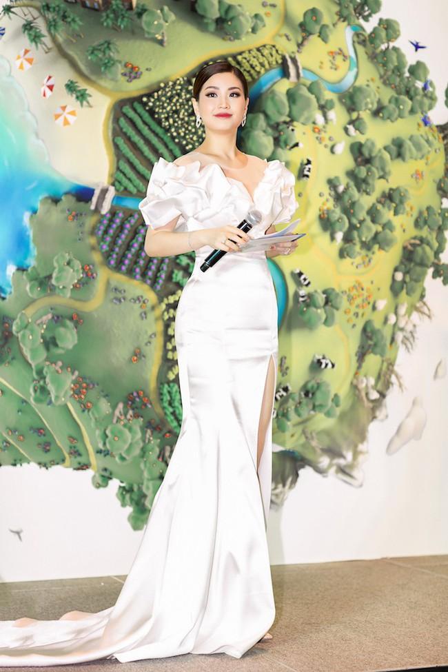 Á hậu Diễm Trang mặc váy lộng lẫy như công chúa nhưng lại vô tư ngồi ăn... khoai lang - Ảnh 8.
