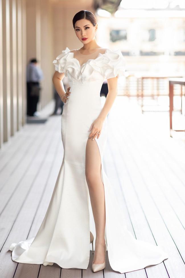 Á hậu Diễm Trang mặc váy lộng lẫy như công chúa nhưng lại vô tư ngồi ăn... khoai lang - Ảnh 2.