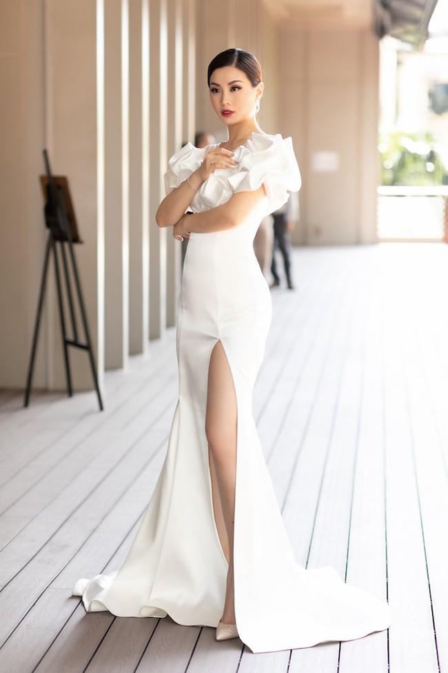 Á hậu Diễm Trang mặc váy lộng lẫy như công chúa nhưng lại vô tư ngồi ăn... khoai lang - Ảnh 6.