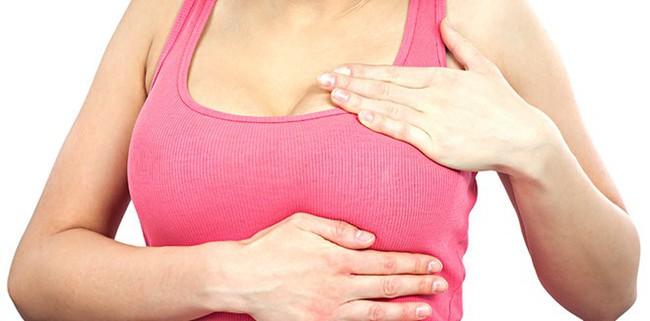 Mẹ và con gái cùng phát hiện ung thư vú trong một tháng từ dấu hiệu ít ai ngờ - Ảnh 2.