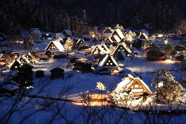 Ngắm những ngôi nhà đẹp như cổ tích lung linh trong mùa Giáng sinh - Ảnh 21.