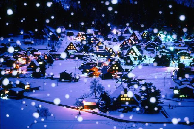 Ngắm những ngôi nhà đẹp như cổ tích lung linh trong mùa Giáng sinh - Ảnh 22.