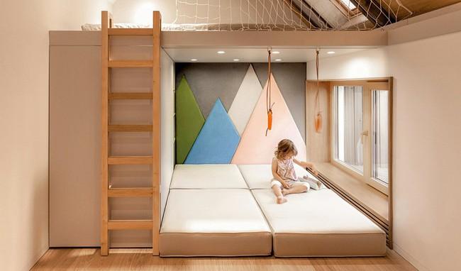 Căn hộ nhỏ này được nhiều người thích thú nhờ kết hợp không gian sống với nơi vui chơi cho con - Ảnh 5.