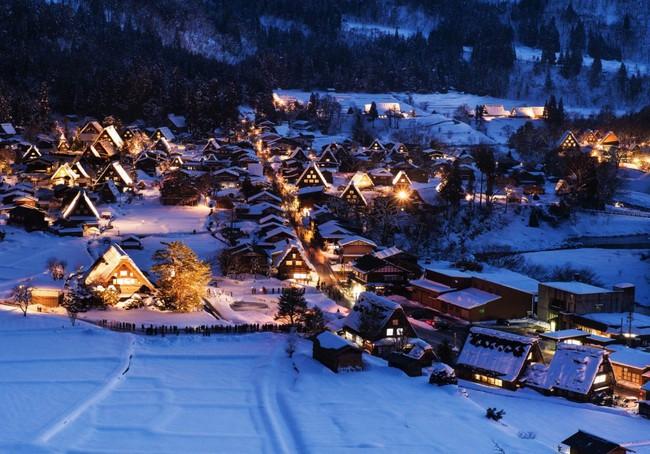 Ngắm những ngôi nhà đẹp như cổ tích lung linh trong mùa Giáng sinh - Ảnh 23.