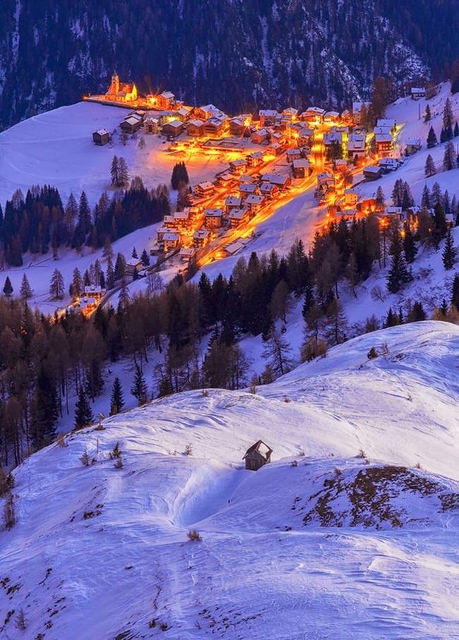 Ngắm những ngôi nhà đẹp như cổ tích lung linh trong mùa Giáng sinh - Ảnh 8.