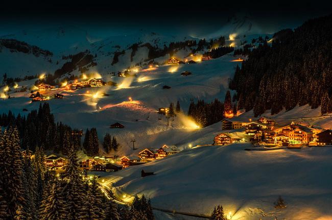 Ngắm những ngôi nhà đẹp như cổ tích lung linh trong mùa Giáng sinh - Ảnh 9.