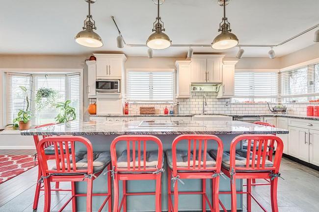 Thử thách với cách trang trí nhà bếp màu hồng, vẻ đẹp ngọt ngào và cá tính cho mùa đông không lạnh - Ảnh 7.