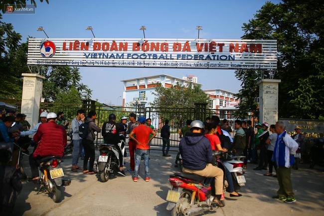 Hàng trăm người lạ phá cửa tràn vào VFF, cán bộ Liên đoàn kêu gào vì sợ hãi - Ảnh 1.