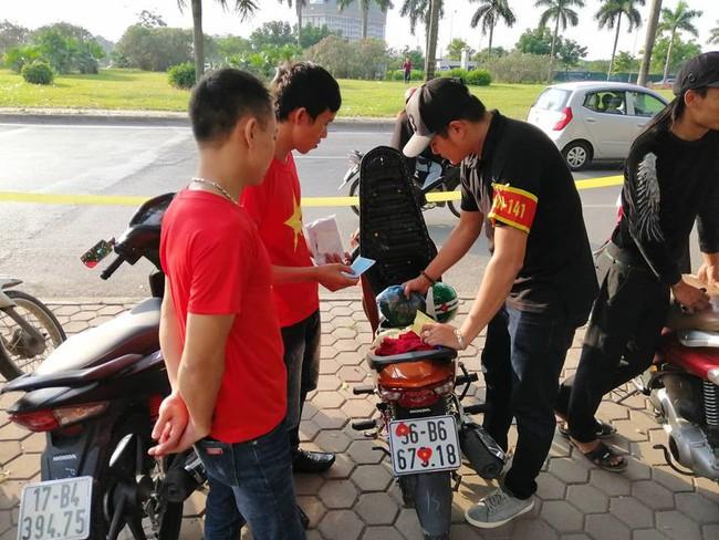 Cảnh sát đặc biệt 141 Hà Nội sẽ trang bị súng đạn cao su chống đua xe sau trận chung kết AFF - Ảnh 2.