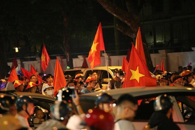 Cảnh sát đặc biệt 141 Hà Nội sẽ trang bị súng đạn cao su chống đua xe sau trận chung kết AFF - Ảnh 4.